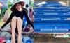 Netizen tranh cãi hình ảnh Thuỷ Tiên tặng ca nô cứu trợ cho bà con miền Trung nhưng chỉ ghi tên 2 vợ chồng?