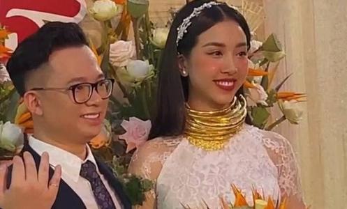 Á hậu Thúy An đeo vòng vàng ứ cả cổ, kín tay ở đám cưới, netizen gật gù: Lấy chồng là gánh nặng, nhưng nặng thế này thì còn gì b