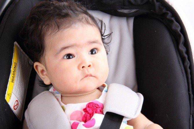 Bà mẹ suýt mất con vì cho con nằm trên ghế ô tô trong suốt chuyến đi dài