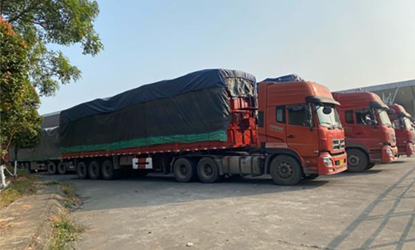 Bắt 100 xe hàng lậu Trung Quốc tại cửa khẩu Kim Thành, Lào Cai