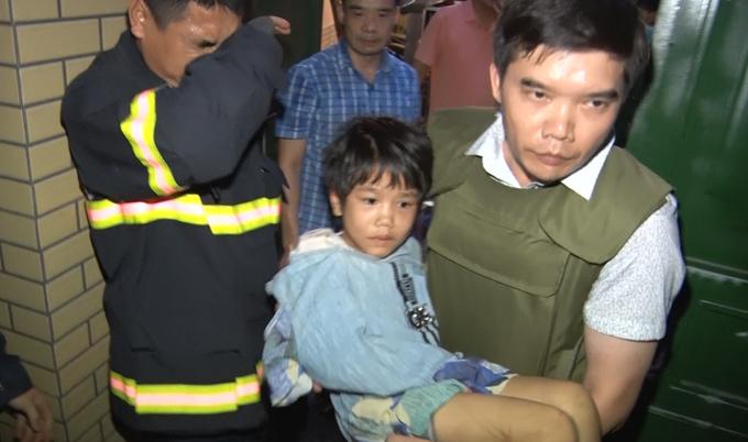 Bé gái 6 tuổi bị bố đánh nhiều ngày