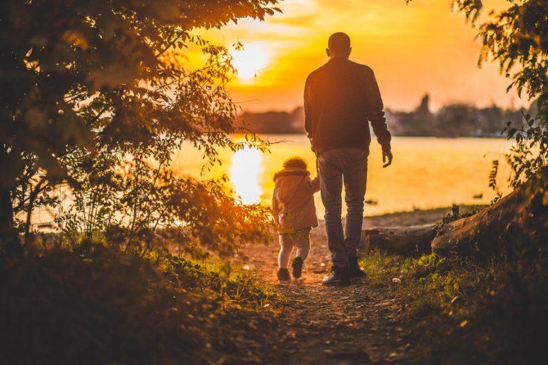 Chỉ Có Cha Mẹ Mới Yêu Con Vô Điều Kiện, Cả Thế Giới Này Phải Có Điều Kiện Mới Yêu Con…