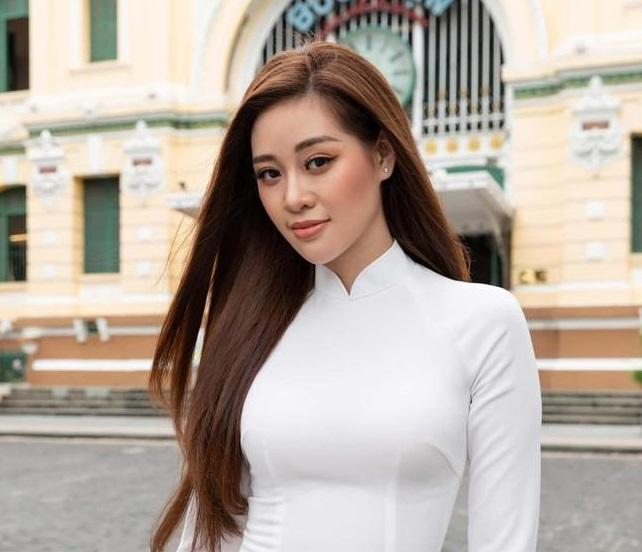 Dàn Hoa, Á hậu mặc áo dài trắng, gửi lời chúc may mắn tới các sĩ tử