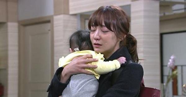Định phá thai vì bị người yêu ruồng bỏ, nhưng vừa bước chân vào phòng khám, nhìn thấy cảnh này mà cô gạt nước mắt quay về
