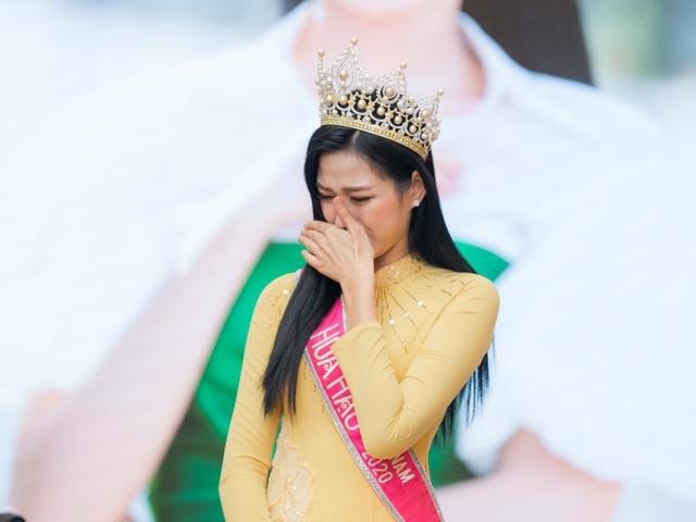 Đỗ Thị Hà về thăm trường bị chỉ trích, BTC Hoa hậu Việt Nam nói gì?