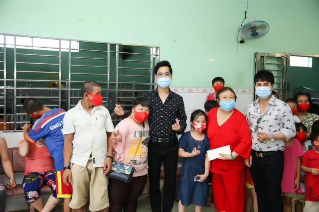 Dù loạt show bị hoãn, Ngọc Sơn vẫn ủng hộ Đà Nẵng và trẻ mồ côi chống dịch
