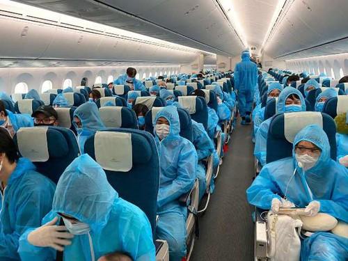 Đưa công dân Việt Nam từ Hoa Kỳ về nước, một hành khách cao tuổi đột tử do bị ngã