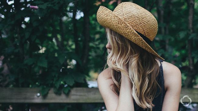 Đừng giận khi có kẻ nói xấu bạn, cả đời họ chỉ có thể đứng sau lưng bạn mà thôi