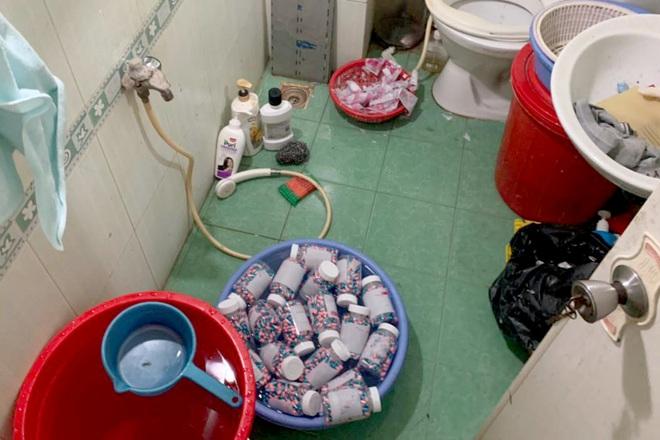 Đường dây sản xuất thuốc điều trị Covid-19 giả trong nhà vệ sinh ở TPHCM