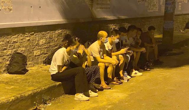 Gần 20 người Trung Quốc bỏ chạy tán loạn khi thấy công an