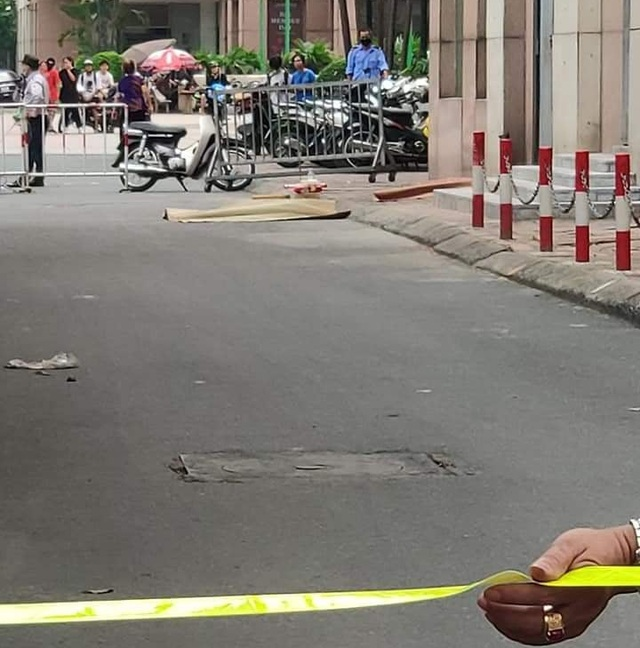 Hà Nội: Bé gái 6 tuổi rơi từ cửa sổ tầng 12 chung cư xuống đất