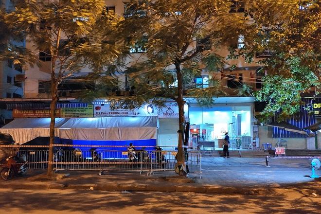 Hà Nội: Dựng lều dã chiến, tạm phong tỏa tòa HH4C Linh Đàm