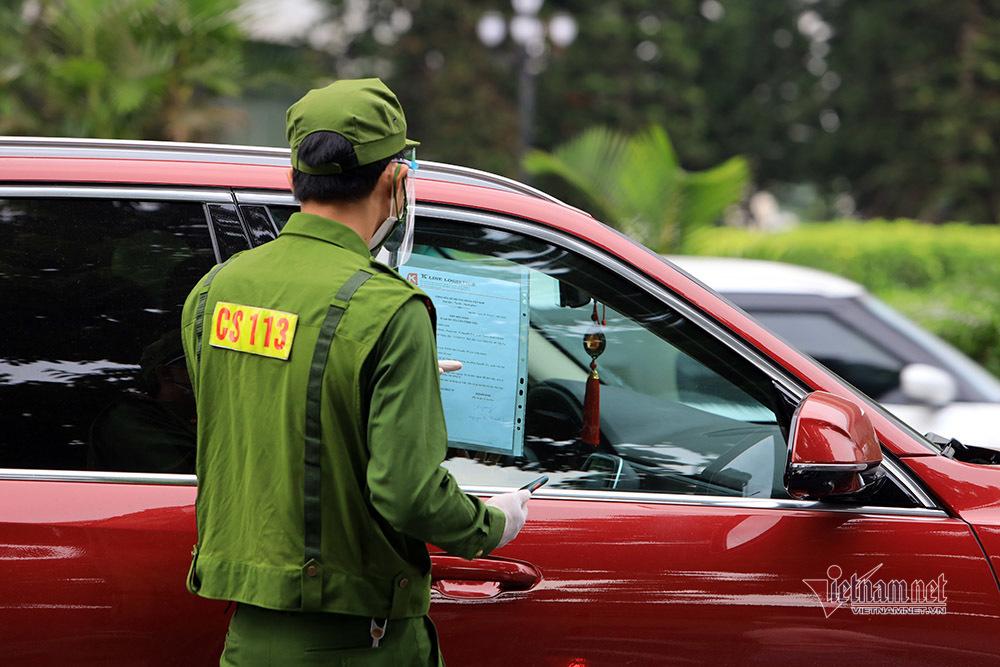 Hình ảnh đường phố Hà Nội ngày siết chặt