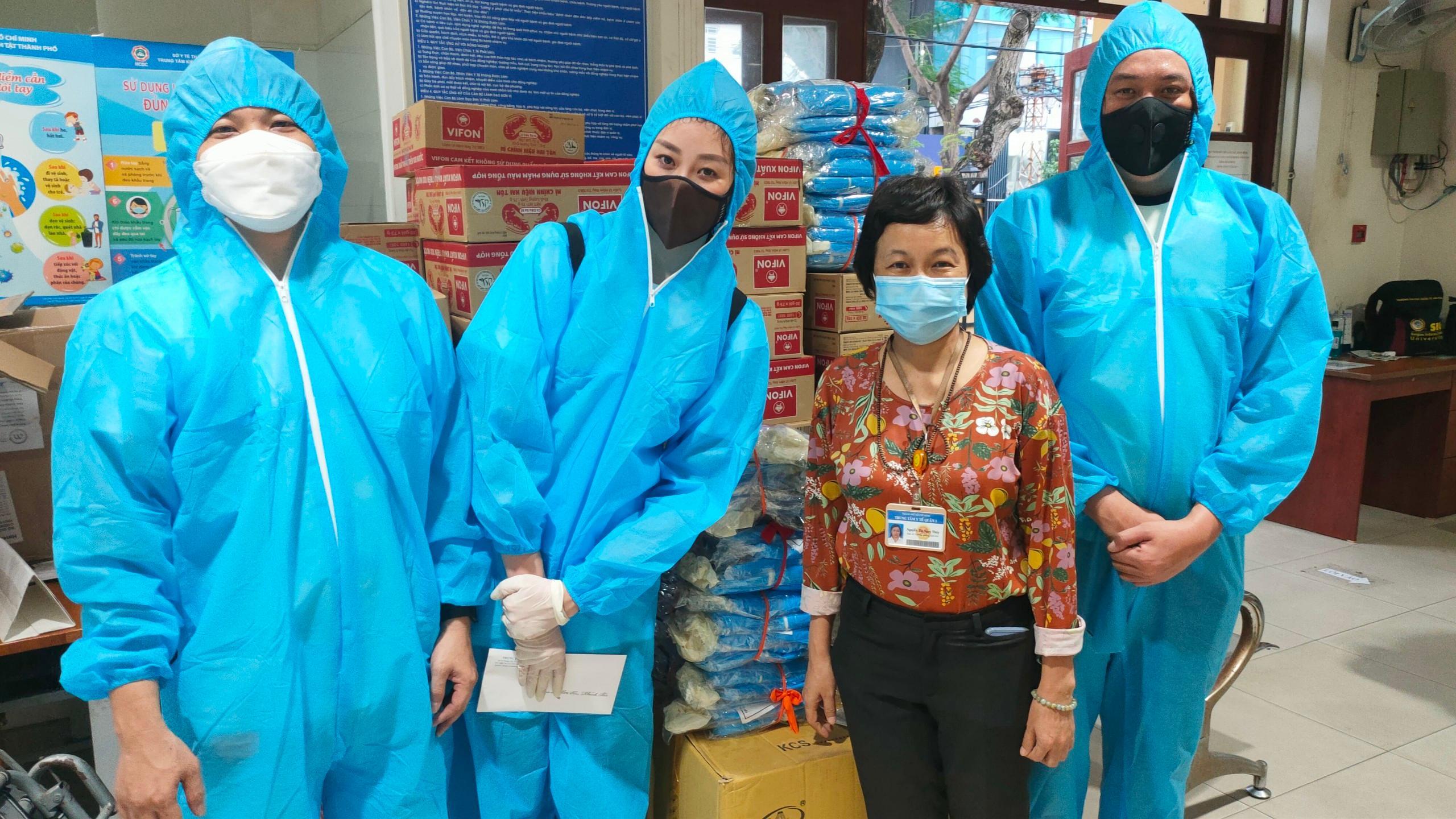 Hoa hậu Khánh Vân hỗ trợ người dân có hoàn cảnh khó khăn tại TP HCM