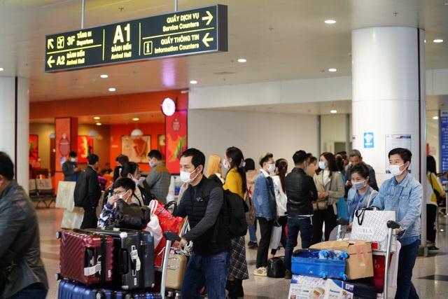 """Hôm nay, gần 7.000 người Việt trở về từ các """"điểm nóng"""" Covid-19"""