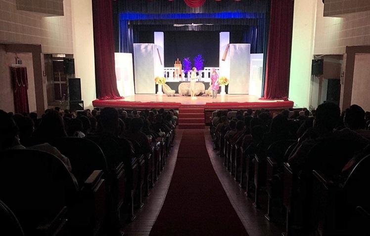 Hồng Vân đóng cửa sân khấu vì dịch viêm phổi