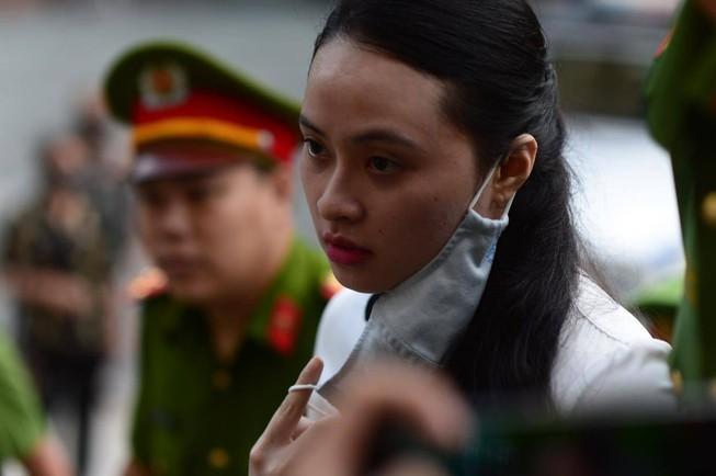 Hot girl Ngọc Miu cùng nhân tình hầu tòa