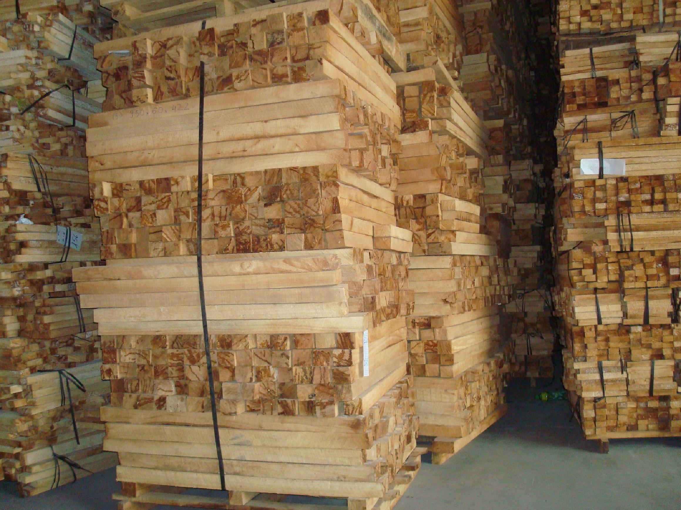Khách hàng Trung Quốc đang cần nhập 1 container 40ft gỗ cao su
