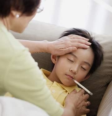 Làm thế nào khi trẻ 2 – 3 tiếng lại sốt cao 39 độ?