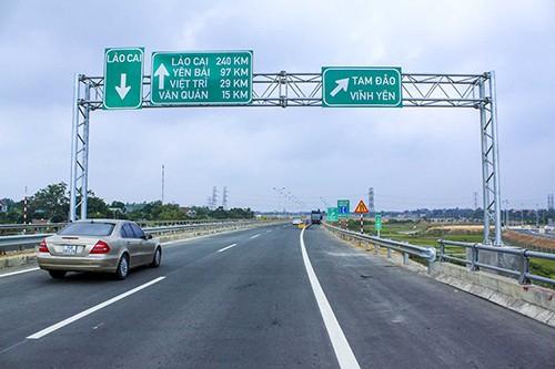 Làn đường dừng khẩn cấp trên cao tốc - Hiểu sao cho đúng?