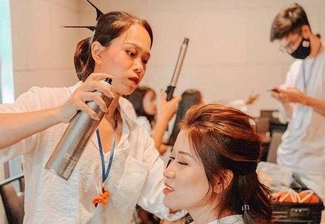 Mai Nguyễn: đa di năng với Makeup và Hairstylist