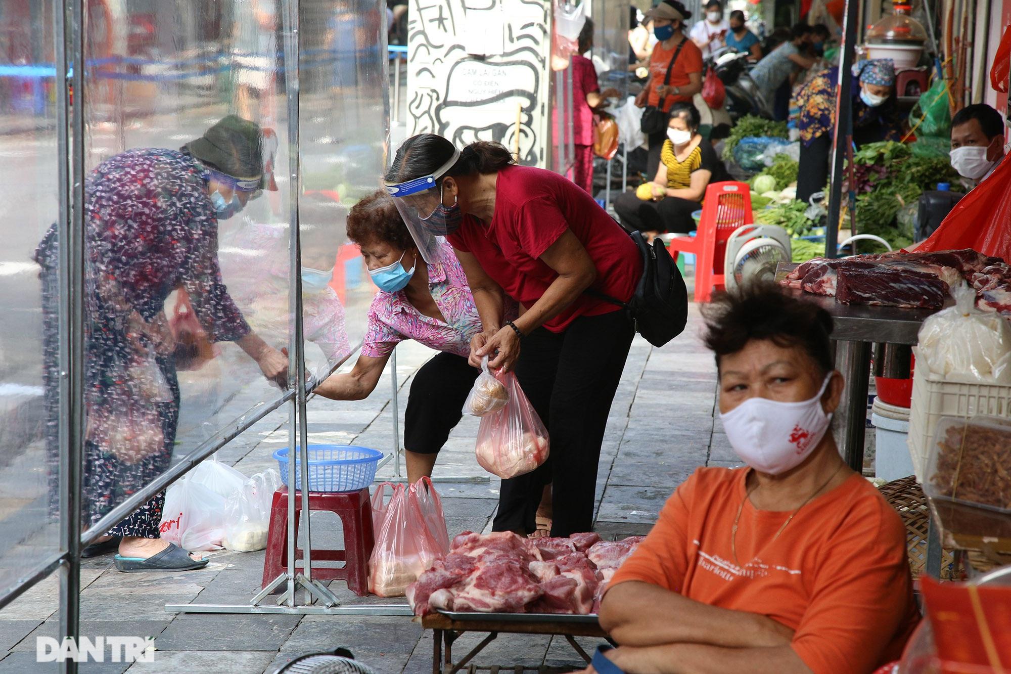 Mới lạ cảnh mua bán bằng ám hiệu ngón tay ở chợ
