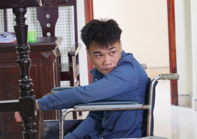 Nam thanh niên tật nguyền giết người vì chiếc đèn pha xe máy