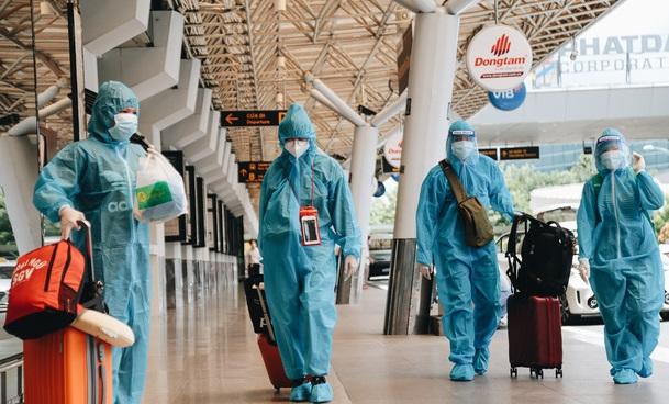 Ngày đầu sân bay Tân Sơn Nhất phục vụ khách thương mại trở lại: