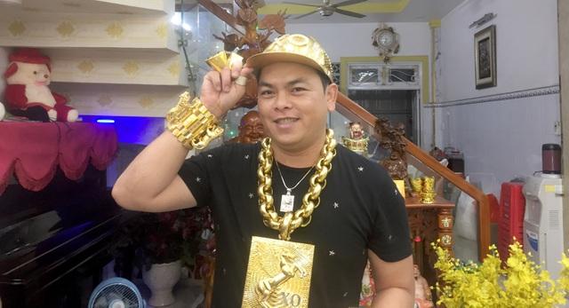 """Người đeo nhiều """"vàng"""" nhất Việt Nam bị truy tố tội chứa chấp sử dụng ma tuý"""