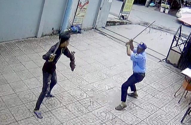 Nguyên nhân vụ nam thanh niên cầm dao chém bảo vệ chung cư