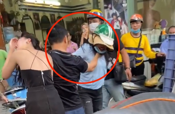 Nhân chứng kể lại vụ chồng bóp cổ và đấm vợ để bảo vệ nhân tình: người đàn ông cùng bồ bắt taxi, còn vợ lái Lexus LX 570 rời đi