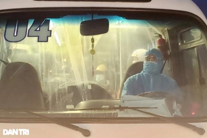 """Những chuyến xe đặc biệt chở người và phương tiện """"thông"""" hầm Hải Vân"""