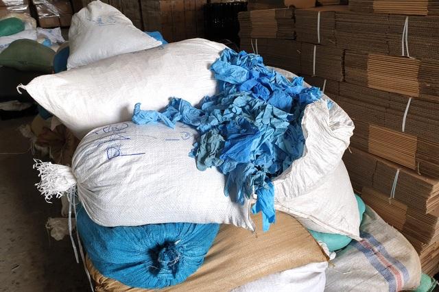 Phát hiện hàng triệu găng tay y tế tái chế từ găng tay đã qua sử dụng