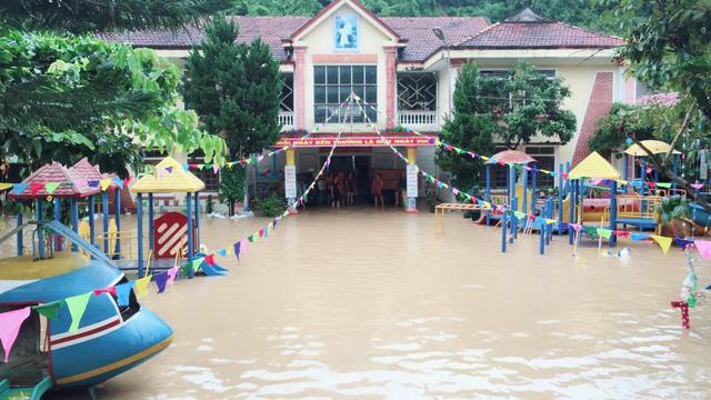 Thị trấn cao nhất xứ Nghệ ngập trong biển nước