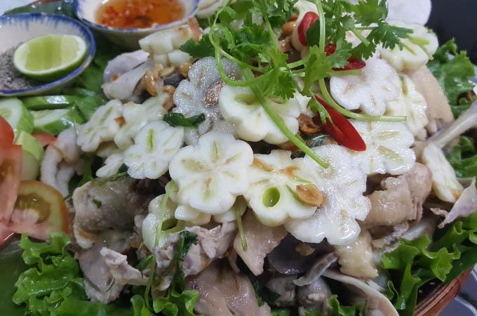 Thưởng thức gỏi gà măng cụt, món ăn 'sang, chảnh' chỉ có ở Bình Dương