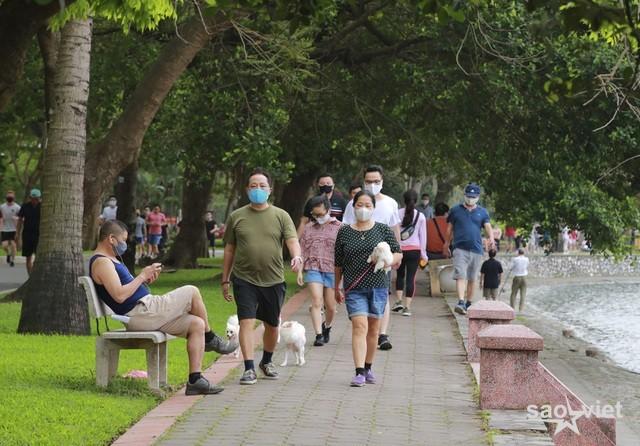 Chủ tịch Hà Nội yêu cầu phạt người thuộc diện không được phép ra đường - 1