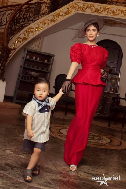 Hòa Minzy và con trai