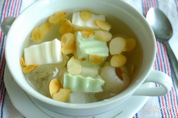 Cách nấu chè khúc bạch phô mai bằng sữa tươi, whipping cream