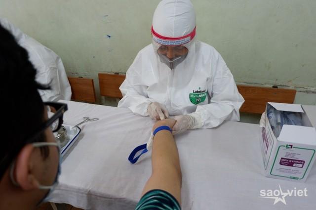 Tối 17/8: Hà Nội thêm 1 ca dương tính SARS-CoV-2, từng test nhanh âm tính - 1