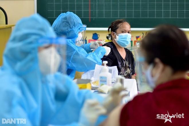 Bí thư TPHCM: Thông tin loại vắc xin trước, người dân đồng ý thì tiêm - 3