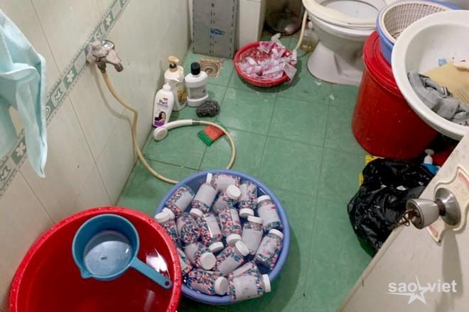 Đường dây sản xuất thuốc điều trị Covid-19 giả trong nhà vệ sinh ở TPHCM - 2