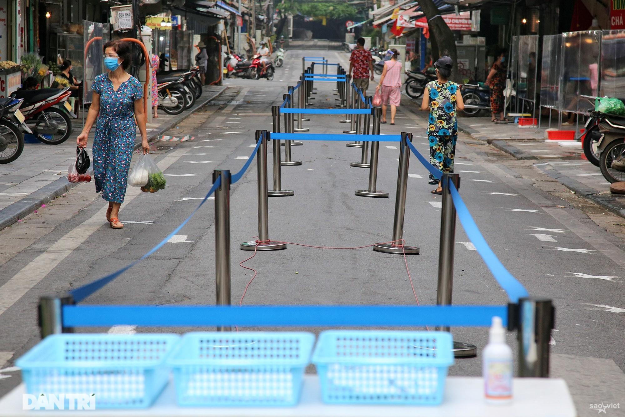 Mới lạ cảnh mua bán bằng ám hiệu ngón tay ở chợ nhà giàu phố cổ Hà Nội - 1
