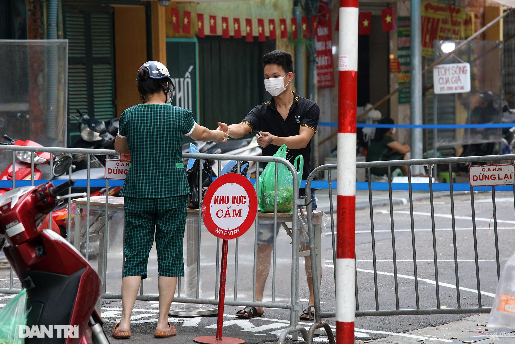 Mới lạ cảnh mua bán bằng ám hiệu ngón tay ở chợ nhà giàu phố cổ Hà Nội - 12