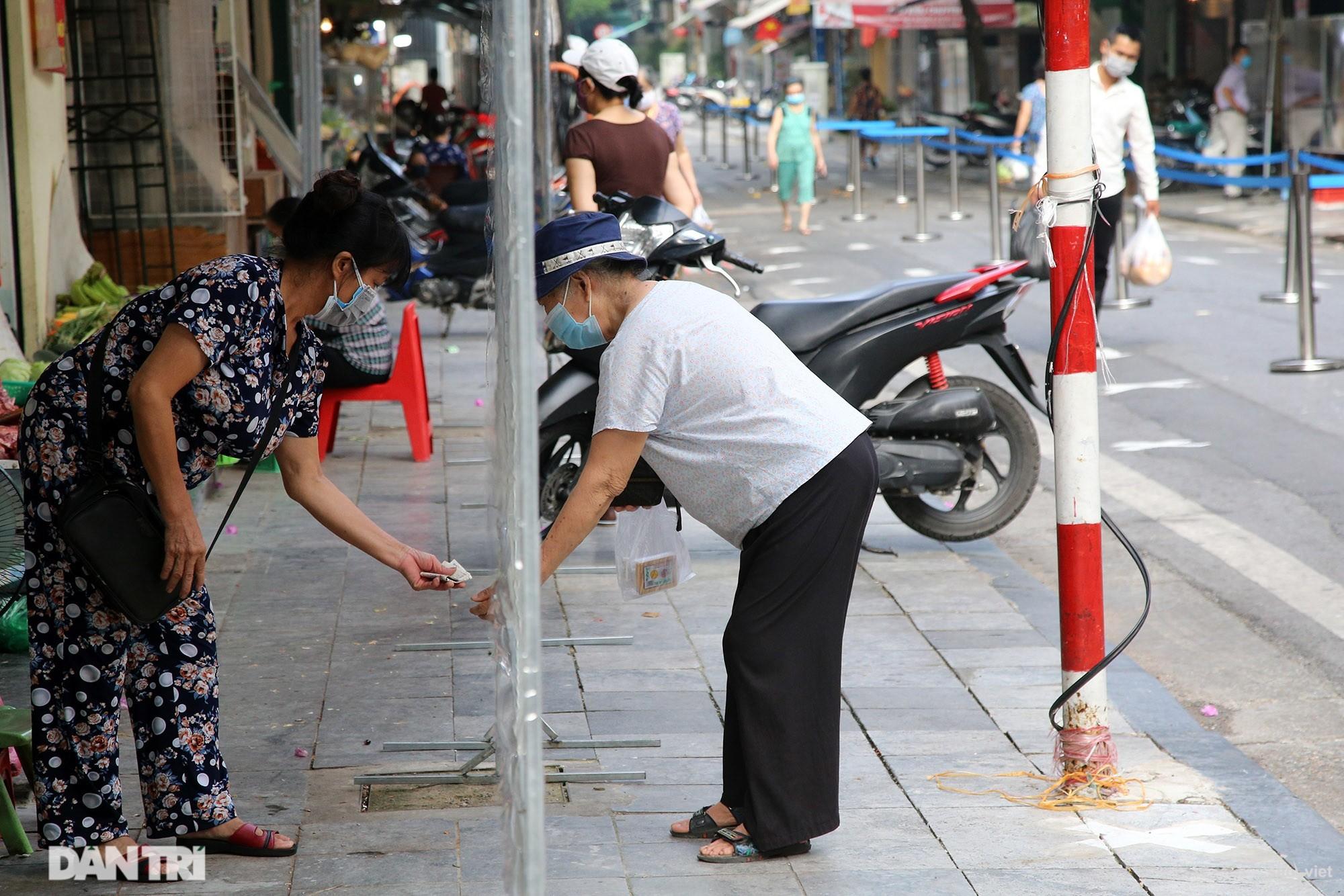 Mới lạ cảnh mua bán bằng ám hiệu ngón tay ở chợ nhà giàu phố cổ Hà Nội - 13