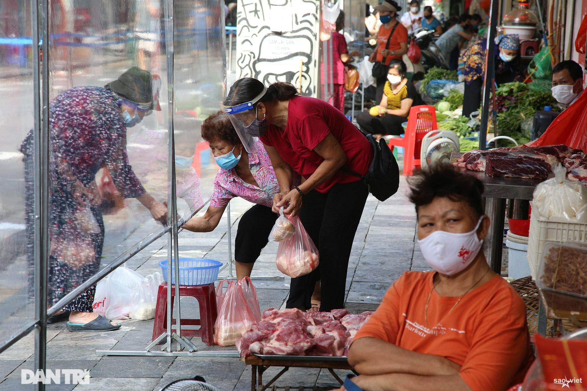 Mới lạ cảnh mua bán bằng ám hiệu ngón tay ở chợ nhà giàu phố cổ Hà Nội - 14