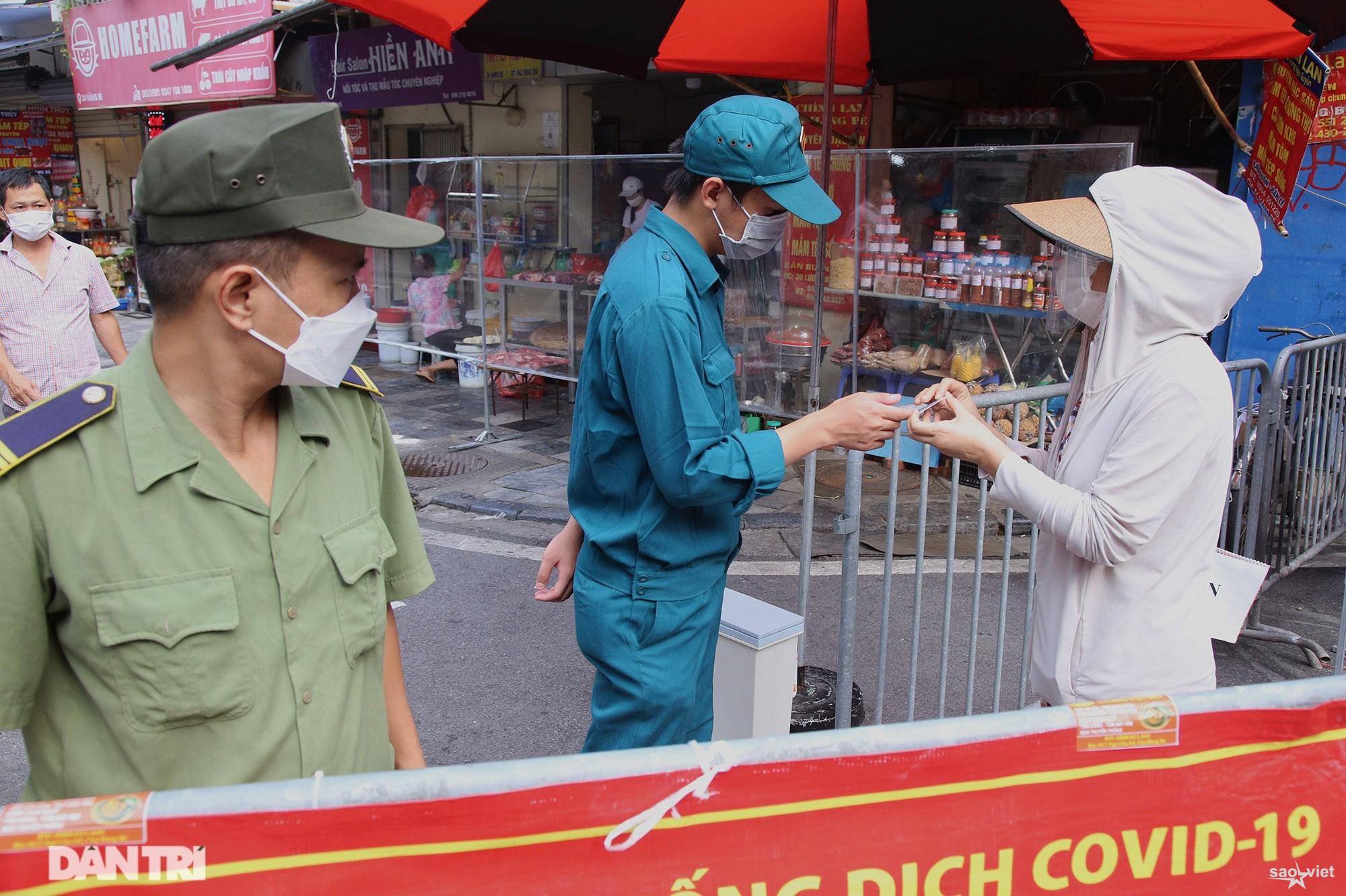 Mới lạ cảnh mua bán bằng ám hiệu ngón tay ở chợ nhà giàu phố cổ Hà Nội - 4