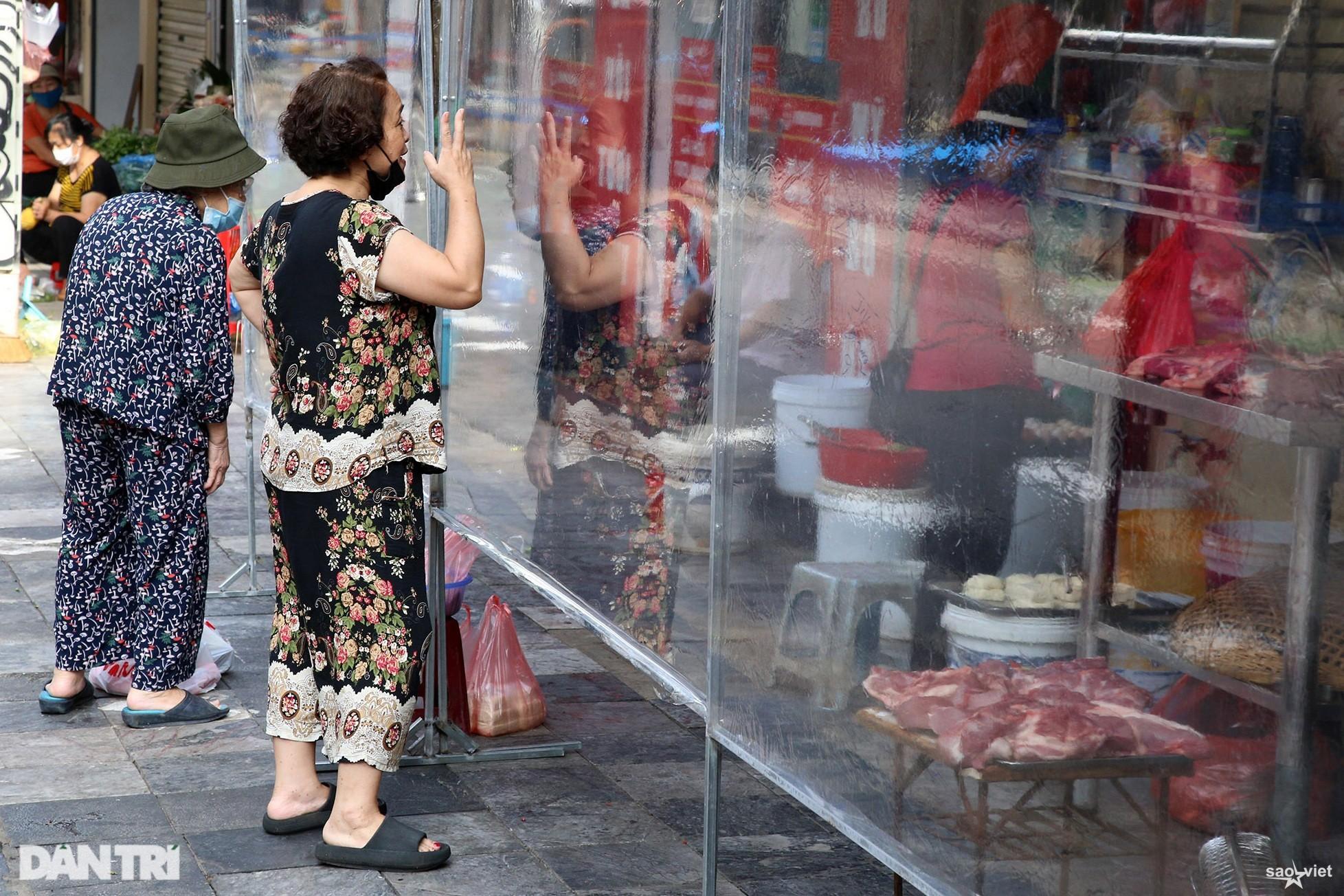 Mới lạ cảnh mua bán bằng ám hiệu ngón tay ở chợ nhà giàu phố cổ Hà Nội - 6