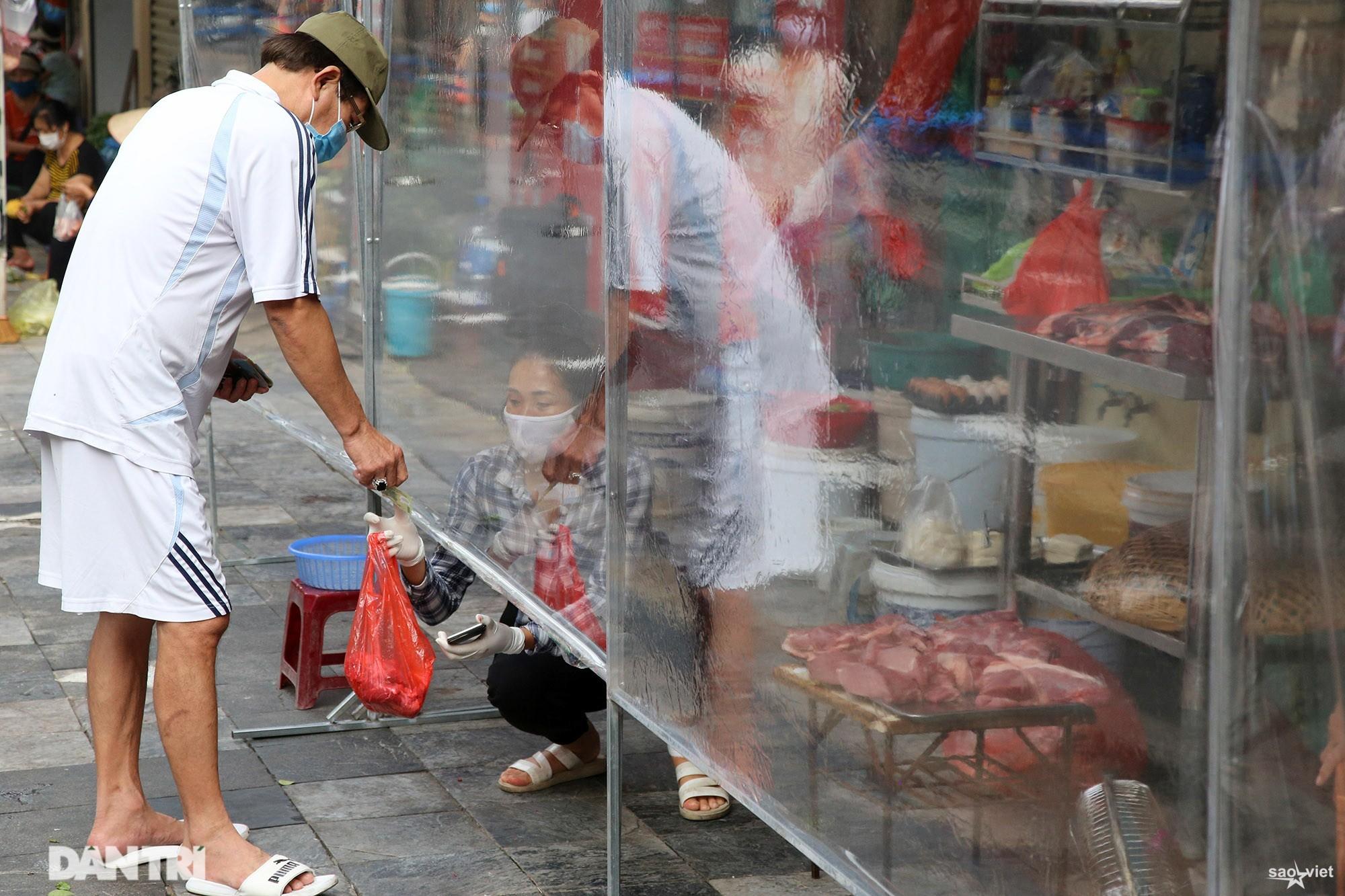 Mới lạ cảnh mua bán bằng ám hiệu ngón tay ở chợ nhà giàu phố cổ Hà Nội - 8