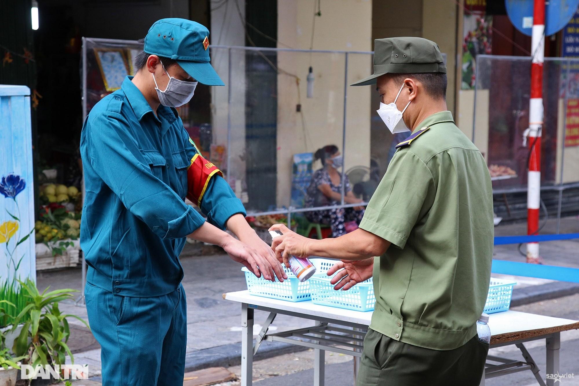 Mới lạ cảnh mua bán bằng ám hiệu ngón tay ở chợ nhà giàu phố cổ Hà Nội - 9