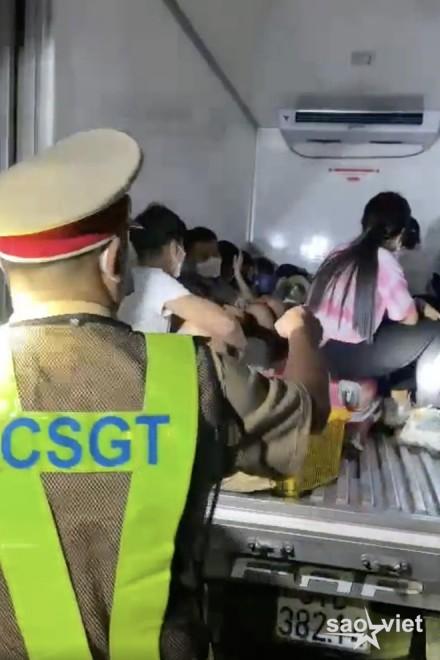 Giấu 15 người trong thùng xe đông lạnh thông chốt kiểm dịch - 3